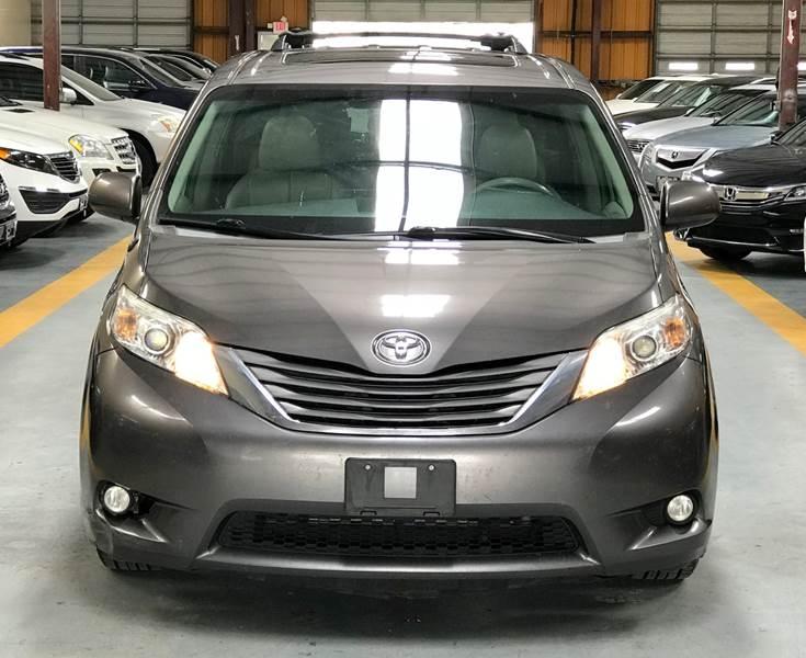 Toyota Sienna 2014 price $995-$2500 Down