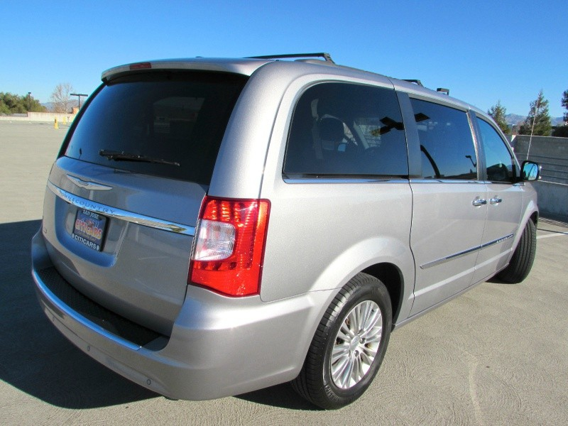 Chrysler Town & Country 2015 price $0