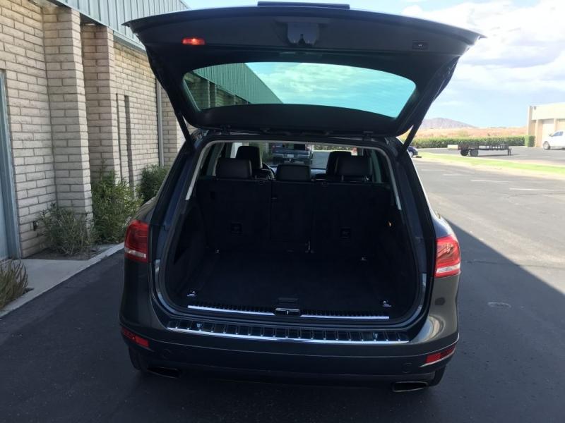 Volkswagen Touareg 2011 price $10,500