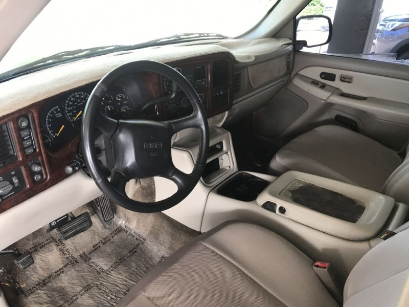 GMC YUKON XL 2001 price $3,000