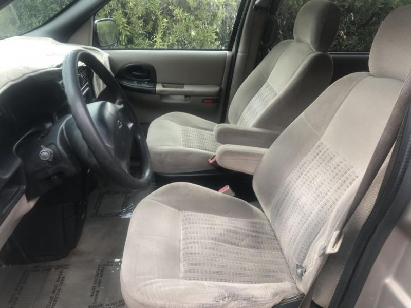 Chevrolet Venture 2004 price $2,500