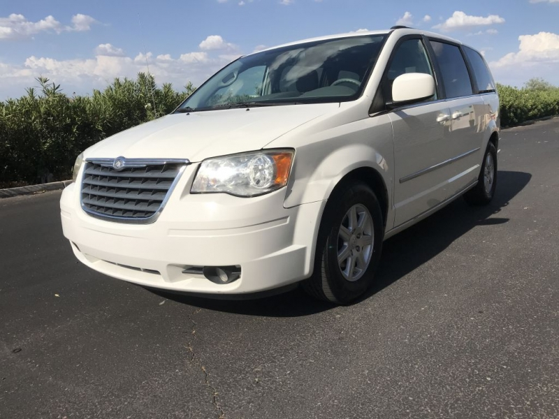Chrysler Town & Country 2010 price $4,500