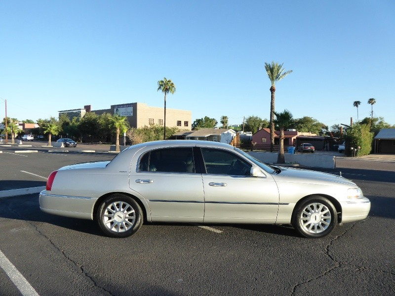 Lincoln Town Car 2007 price $5,995