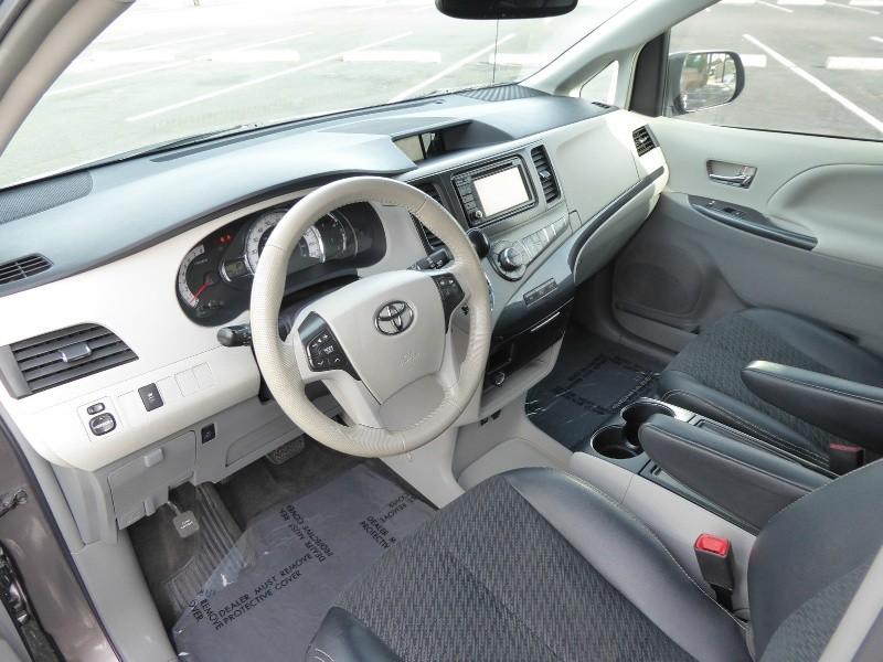 Toyota Sienna 2014 price $18,450