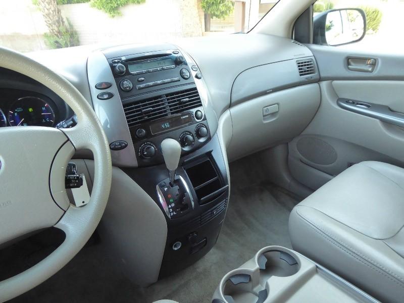 Toyota Sienna 2010 price $7,450