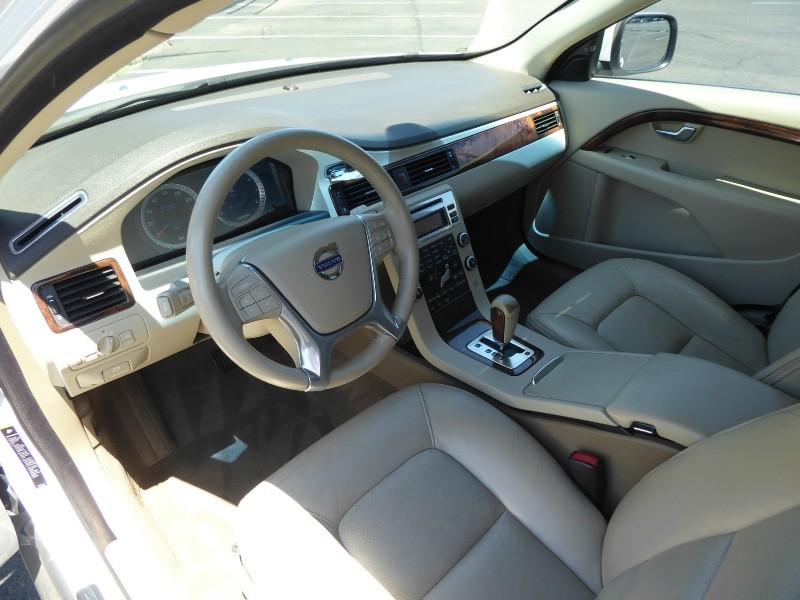 Volvo XC70 2010 price $14,950