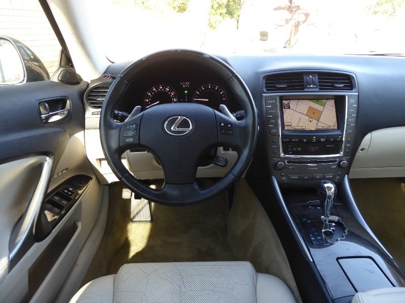 Lexus IS 250C 2010 price $13,450