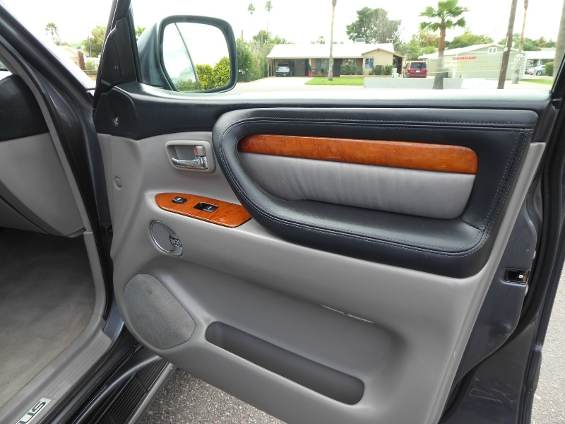 Lexus LX 470 2004 price $13,995