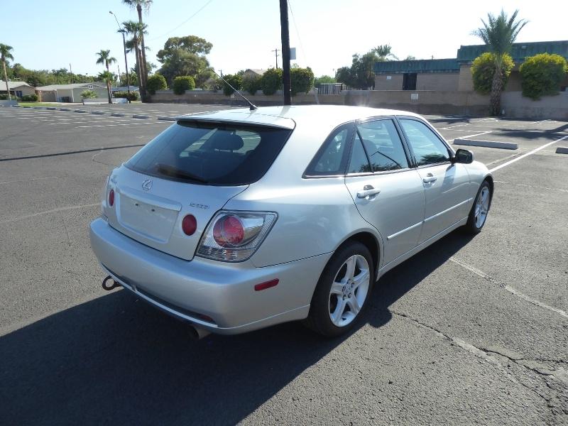 Lexus IS 300 2002 price $10,950
