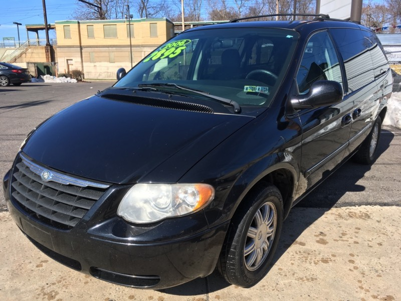 2006 Chrysler Town & Country LWB 4dr Touring - Avenue Auto Group LLC ...