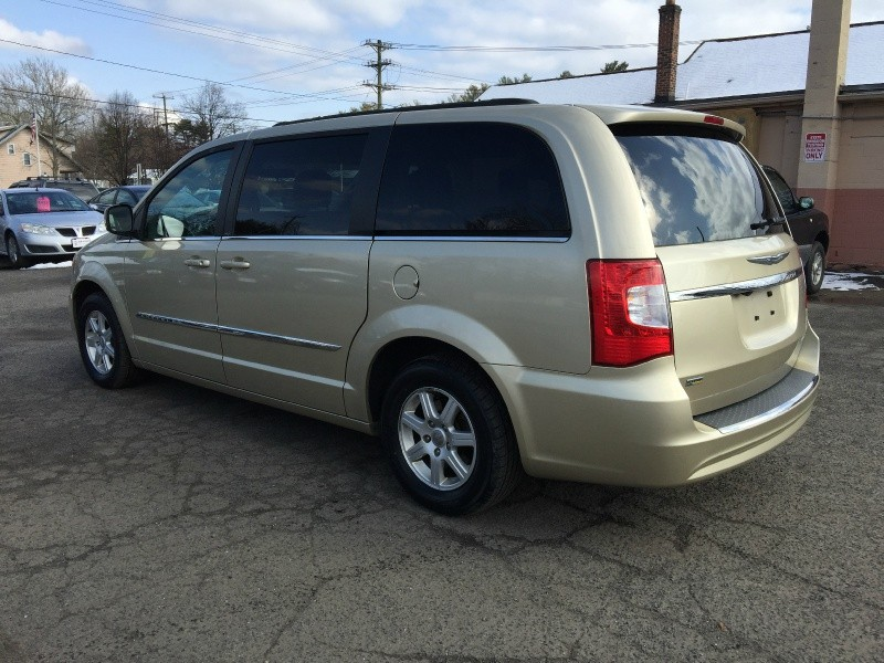 Chrysler Town & Country 2011 price $7,995