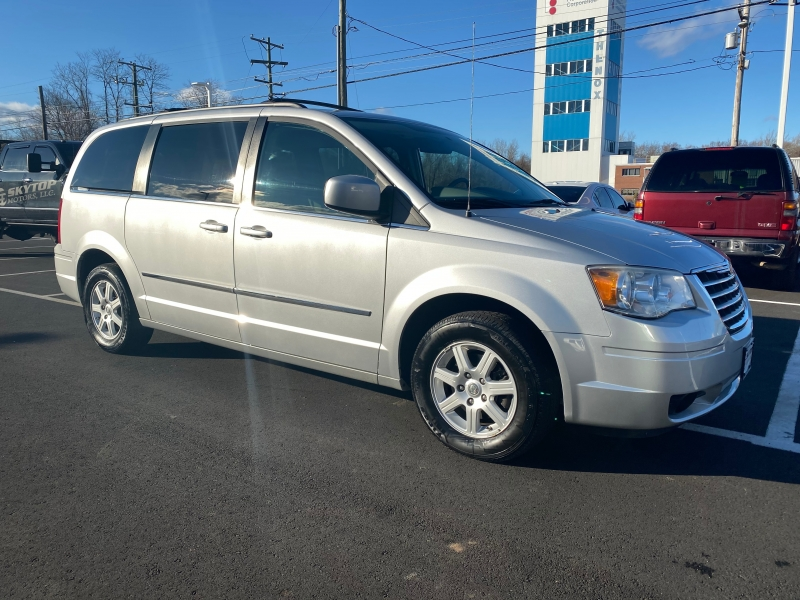 Chrysler Town & Country 2010 price $7,495