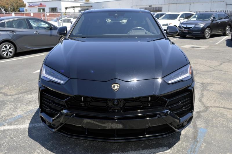 Lamborghini Urus 2019 price $225,880