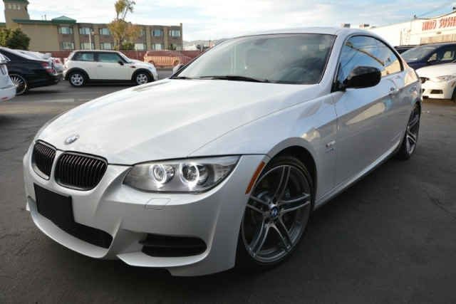 BMW Is Coupe White On Red FULLY LOADED Pristine Condition - 2012 bmw 335is coupe