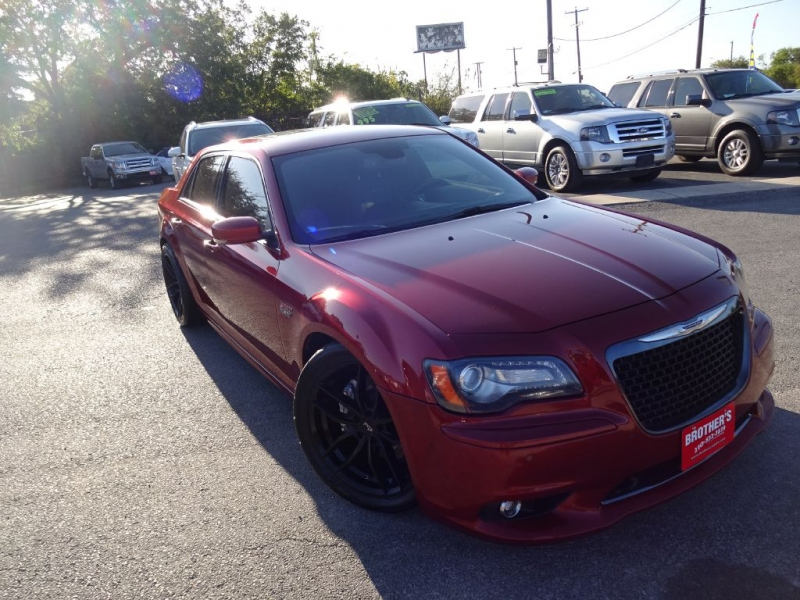 CHRYSLER 300 SRT-8 2012 price $21,995