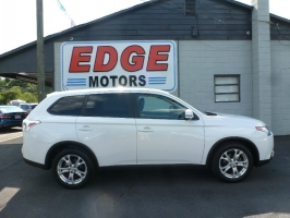 2015 Mitsubishi Outlander 4WD SE with Third Row Seat