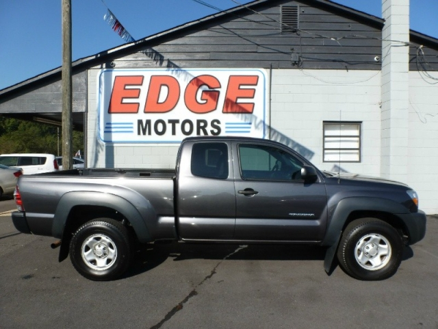 2011 Toyota Tacoma 4X4 Extended Cab, Clean