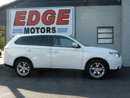 Mitsubishi Outlander with Third Row Seating! 2014