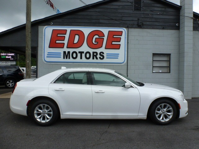 2015 Chrysler 300 Limited, Elegant and Roomier