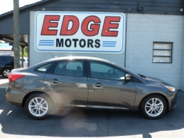 Ford Focus SE, Low Miles and Factory Warranty 2016