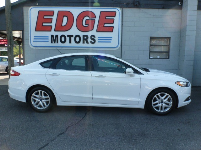 2016 Ford Fusion SE, Super Clean and Great Fuel Mileage
