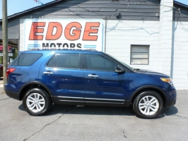 Ford Explorer XLT with Third Row Seating! 2012