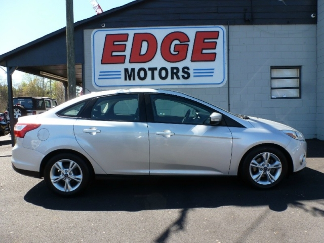 2014 Ford Focus SE with Sunroof, SYNC Radio