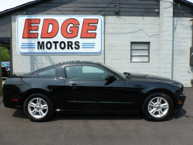 2013 Ford Mustang, Automatic, 75k Miles