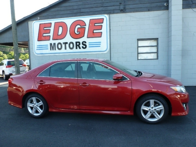 2014 Toyota Camry SE, Low Miles, Factory Warranty