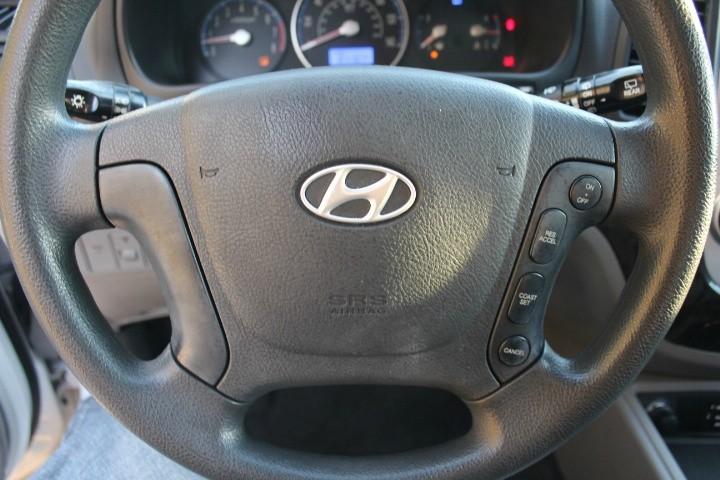 Hyundai Santa Fe 2009 price $5,600
