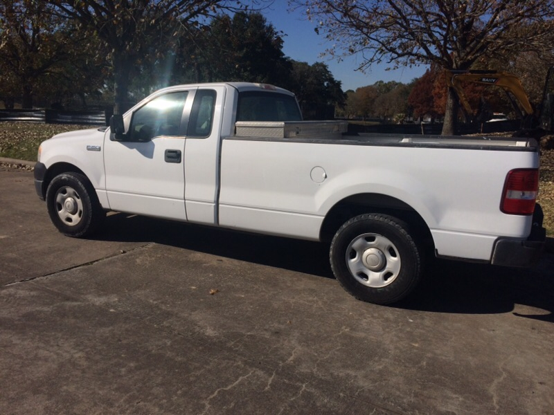 Ford F-150 2005 price $2,300