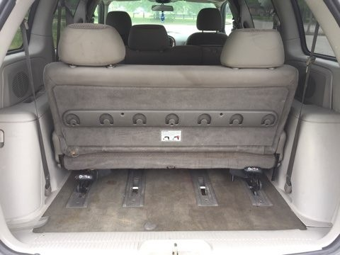 Chrysler Town & Country 2005 price $2,400