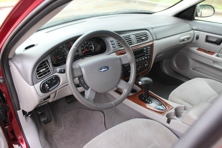 Ford Taurus 2007 price $2,990