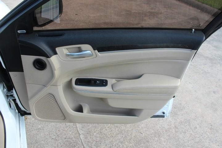 Chrysler 300 2012 price $6,990