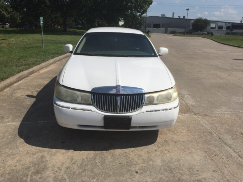 Lincoln Town Car 1999 price $2,000