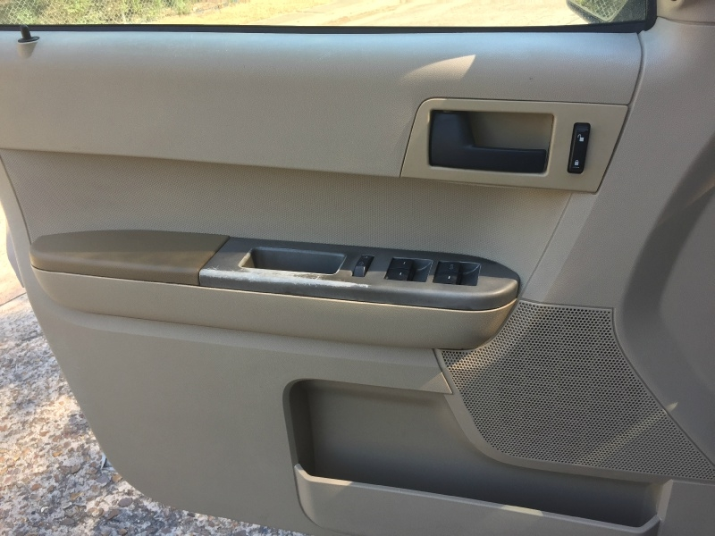 Ford Escape 2008 price $2,900