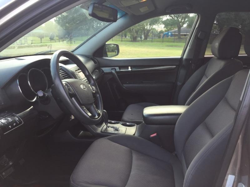 Kia Sorento 2011 price $4,400