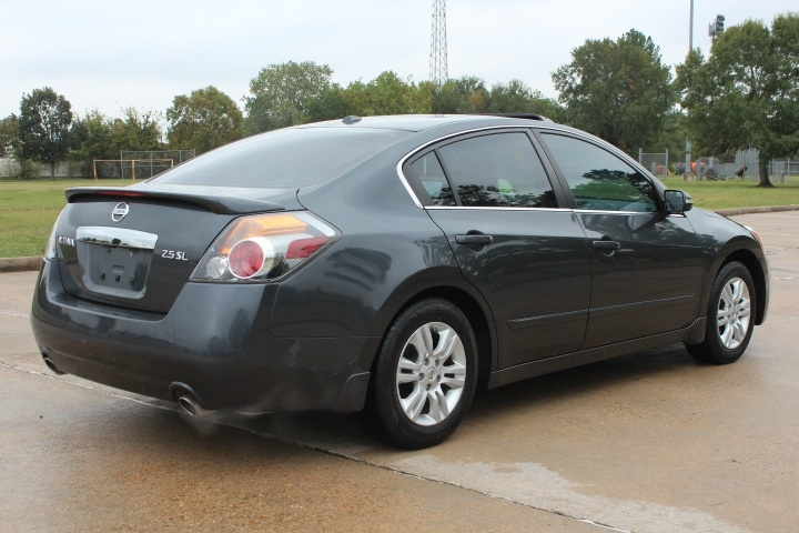 Nissan Altima 2011 price $4,990