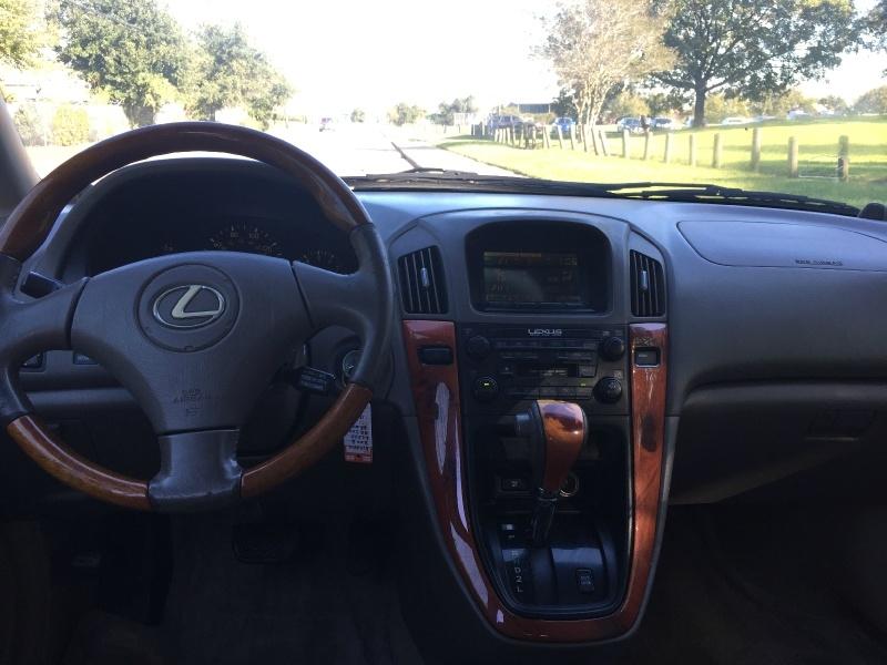 Lexus RX 300 2003 price $3,400