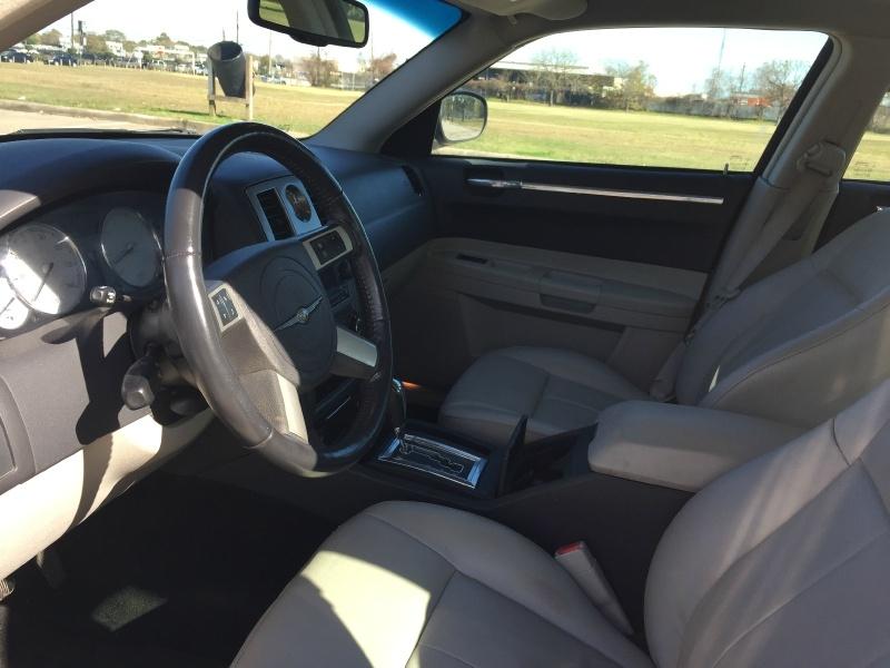 Chrysler 300 2007 price $3,900