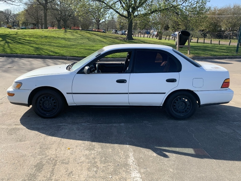 Toyota Corolla 1995 price $1,200