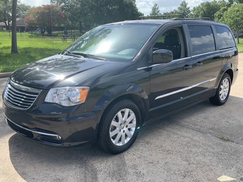 Chrysler Town & Country 2015 price $9,000