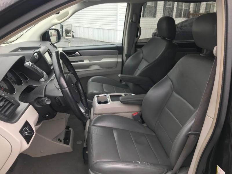 Volkswagen Routan 2010 price $5,591