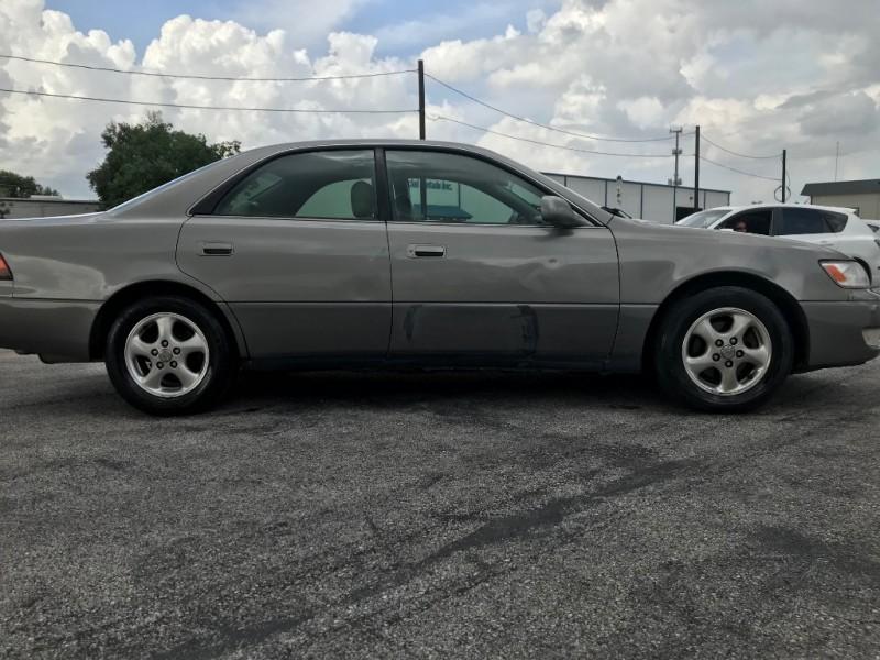 Lexus ES 300 1999 price $2,691