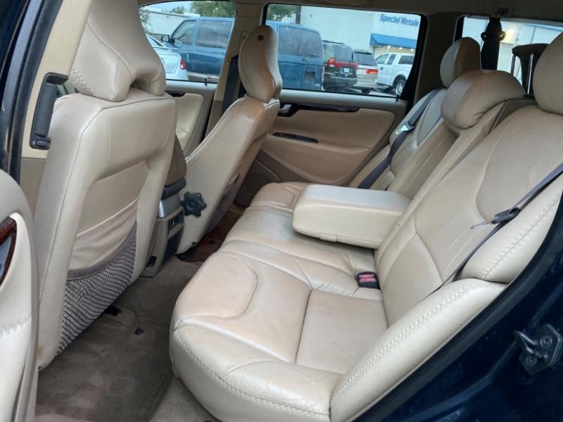 Volvo XC 70 2002 price $2,490