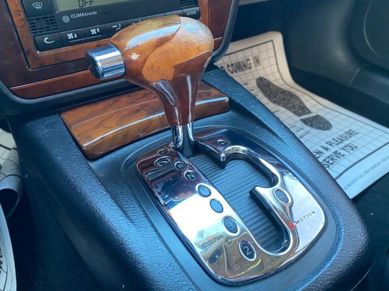 Volkswagen Passat 2002 price $2,590