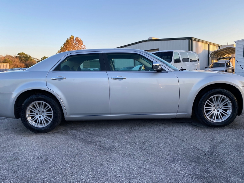 Chrysler 300-Series 2010 price $4,995
