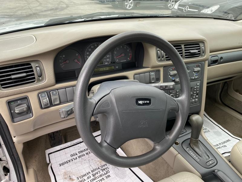 Volvo V 70 2000 price $4,595