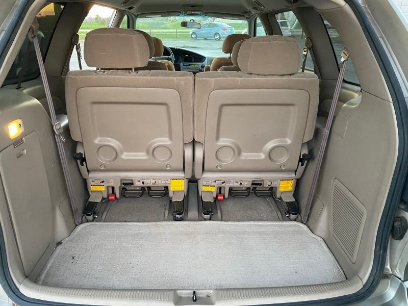 Toyota Sienna 2001 price $2,633
