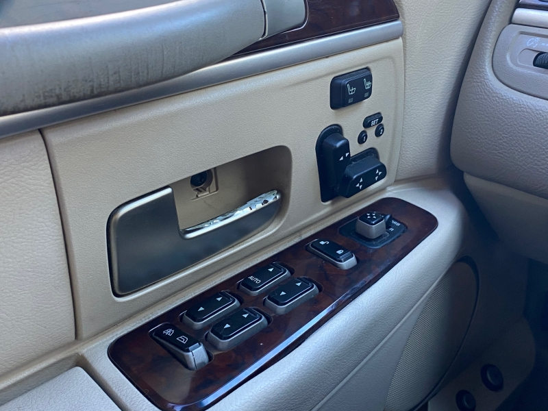 Lincoln Town Car 2006 price $4,888